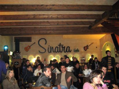 Karaoke e divertentismo al Sinatra hole